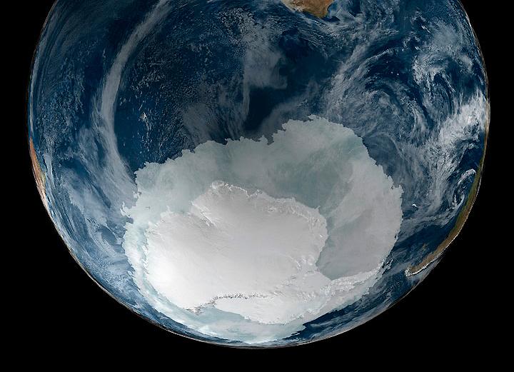 Vista de la Tierra el 21 de septiembre del 2015 con la Antártida completamente visible. NASA.
